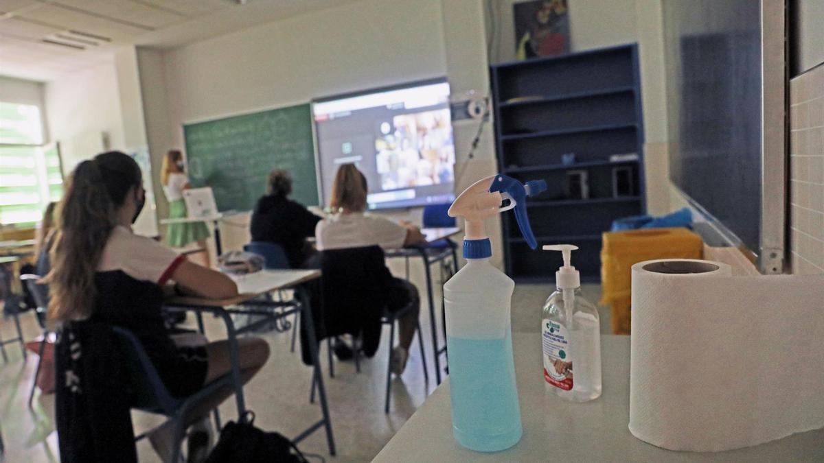 Gel hidroalcohólico en el aula