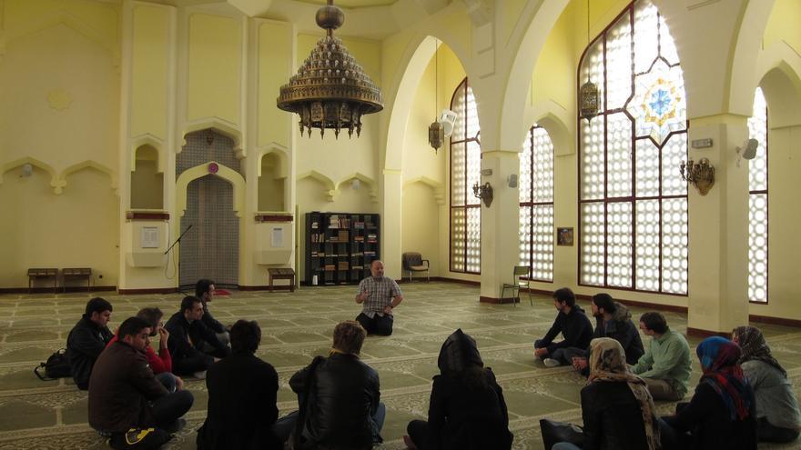 El Instituto Elcano aconseja a España involucrarse en la selección de imames y más integración educativa
