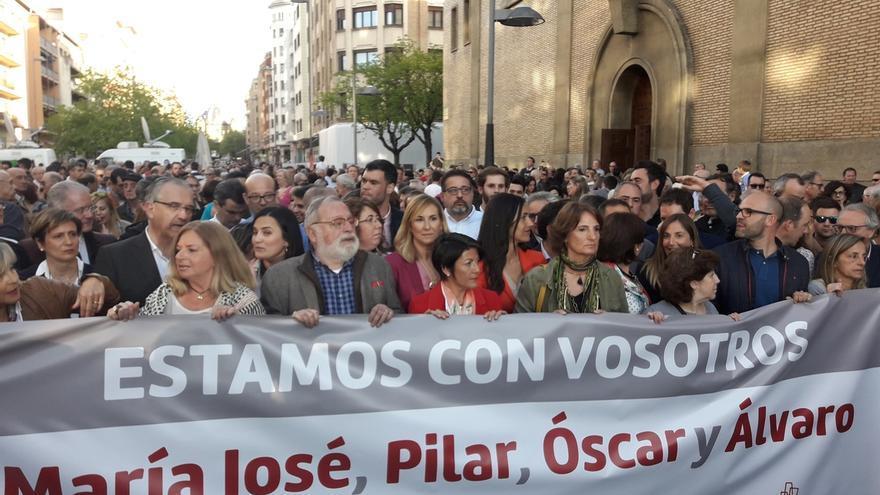 Víctimas del terrorismo, partidos y ciudadanos apoyan en Pamplona a los guardias civiles de Alsasua.