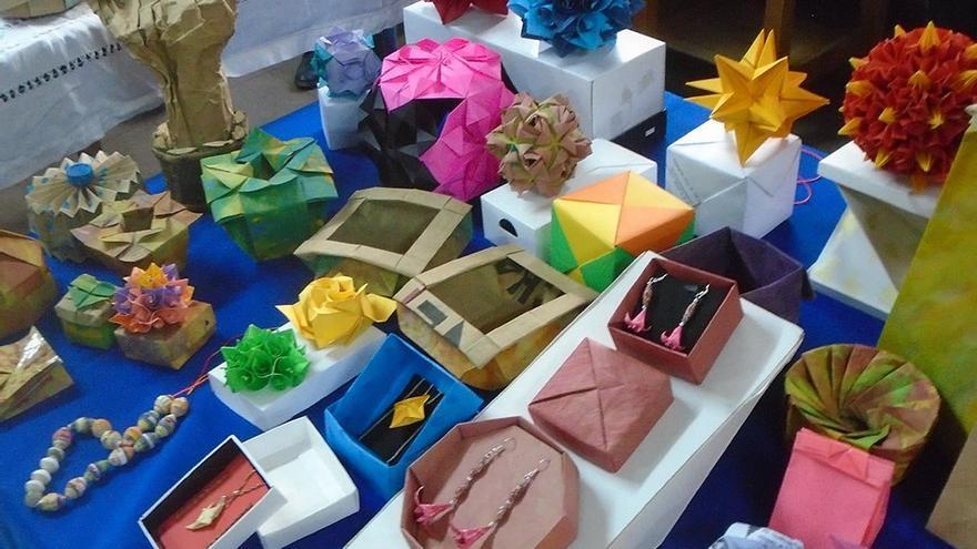 Figuras de origami y diseños de packaging. (Fernando del Rosal).