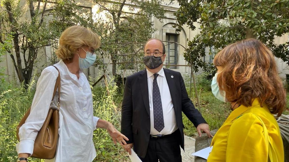 Una imagen de la visita del ministro Miquel Iceta a la Tabacalera