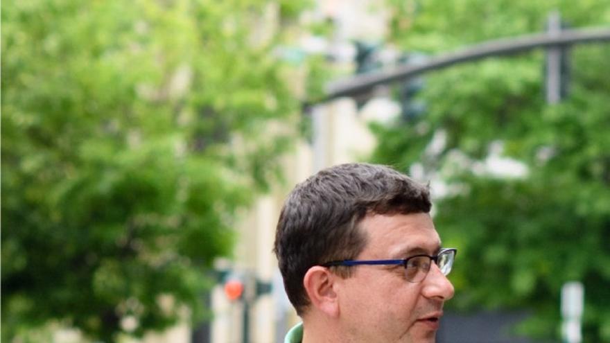 Dennis Adamo se encargaba de aspectos como la imagen de marca y la publicidad de Pseudo