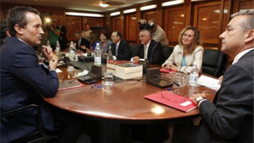 Paulino Rivero presidió la primera reunión del 'nuevo' Consejo de Gobierno. (ACFI PRESS)