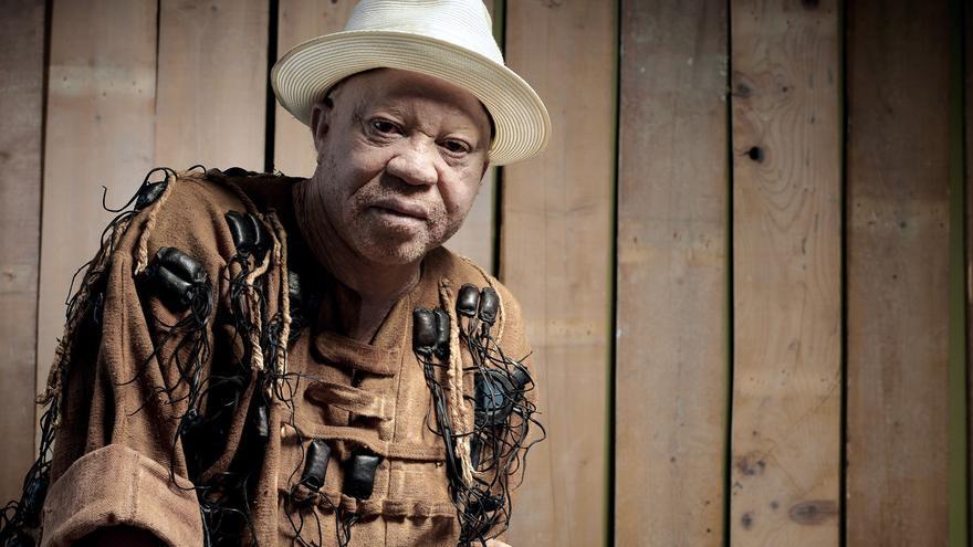El artista maliense Salif Keita