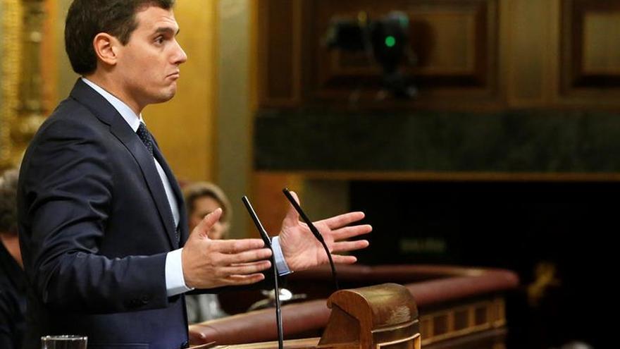 """Rivera reclama la abstención del PP y Podemos para """"sacar el país adelante"""""""