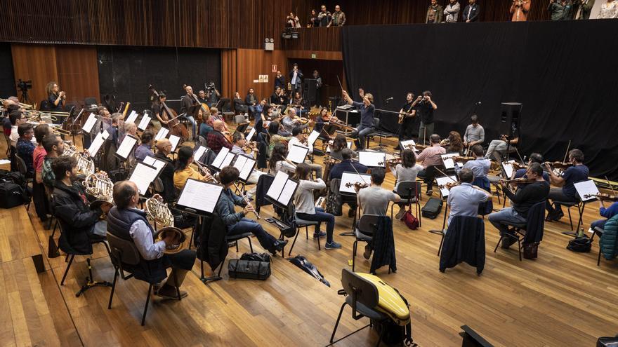 Un momento del ensayo del grupo Second con La Orquesta de València, dirigida por Daniel Abad.