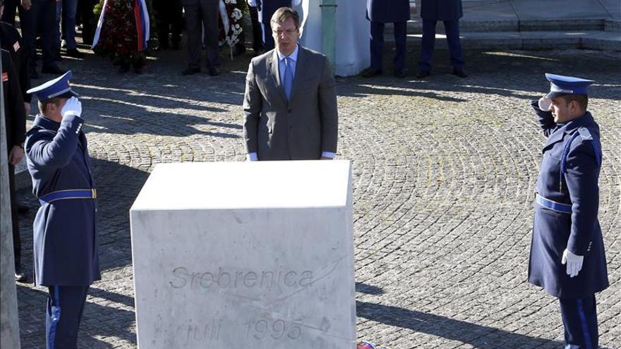 El primer ministro serbio rinde homenaje a las víctimas de Srebrenica