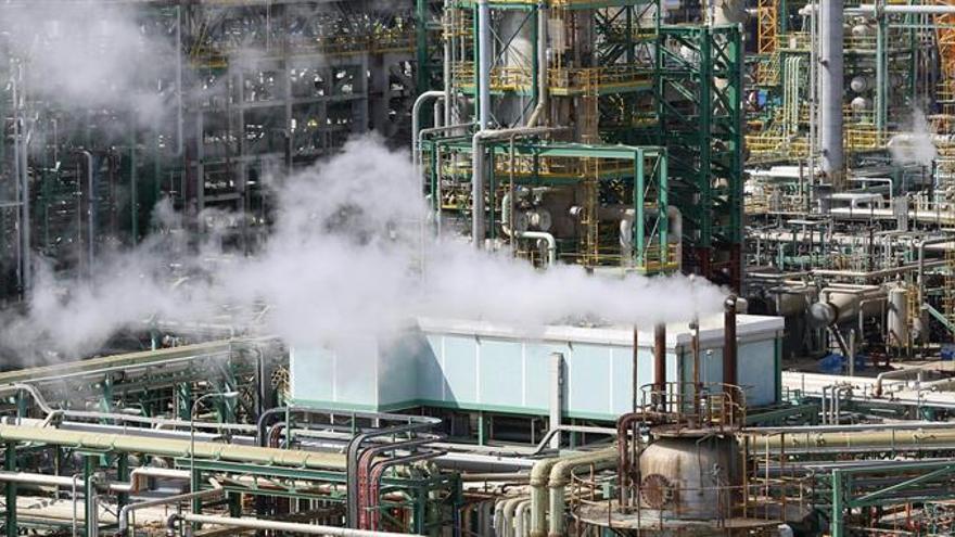 Un estudio augura una posible caída del 25 % en el refino de crudo en 2035