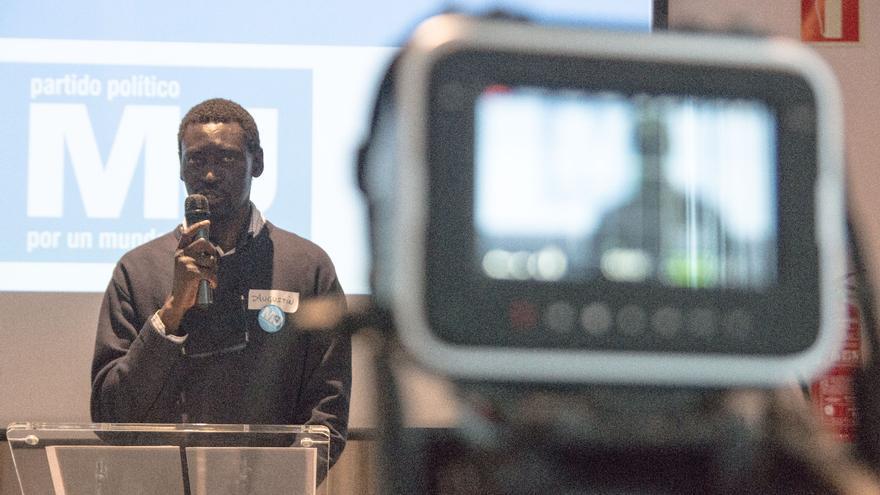 Augustin Ndour en la asamblea de su partido M+J.