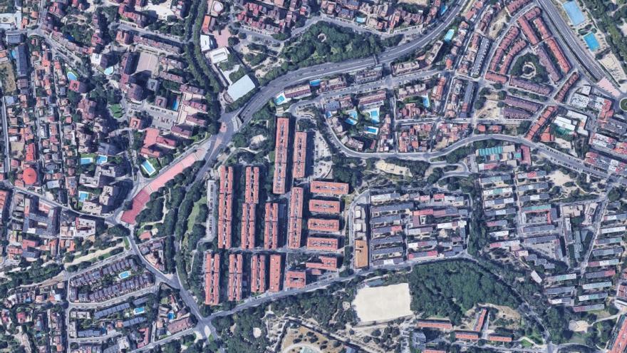 La colonia de Valdezarza, cerca de la Dehesa de la Villa, una de las zonas con más viviendas de cuatro o cinco plantas sin ascensor