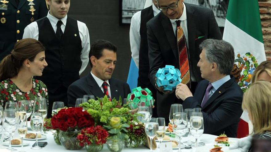 Macri y Peña Nieto brindan por los lazos entrañables entre Argentina y México