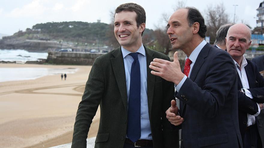 Pablo Casado junto al líder del PP en Cantabria, Ignacio Diego, en El Sardinero. | PP