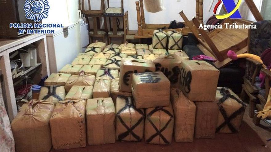Intervenidas tres toneladas de hachís en una vivienda en La Línea (Cádiz)
