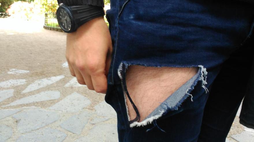 Foto publicada por la revista Argia en la se muestra el estado en el que supuestamente quedó el pantalón de Bereziartua.