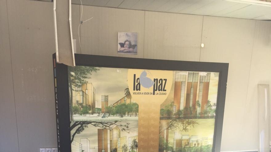 Caseta de ventas de López Rejas en el solar de la guardería de La Paz / MJA