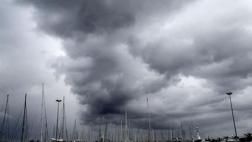 Cerrado al tráfico marítimo el puerto de Gandia por el temporal