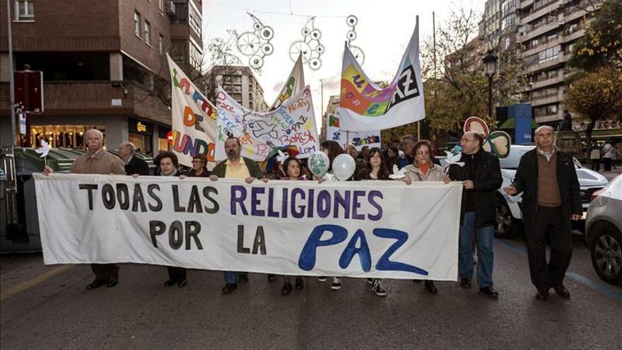 Confesiones marchan en Cáceres por la paz y contra la violencia religiosa