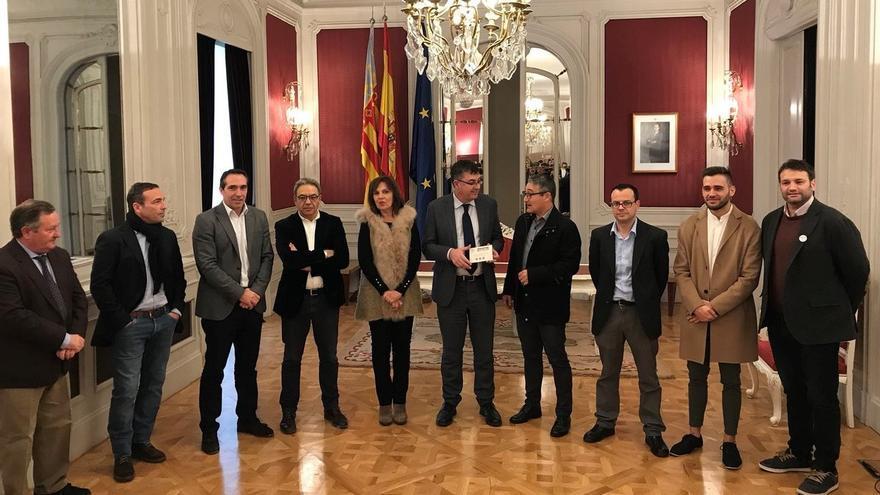 El Síndic de Comptes, Vicent Cucarella, entrega el informe de fiscalización de la Cuenta General de la Generalitat a les Corts