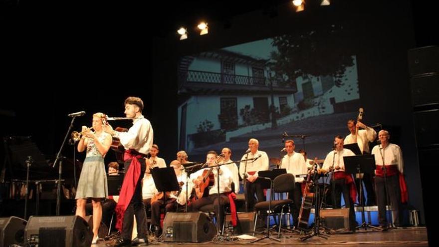 Maite Hontelé y Jesús Martín en el festival del 50 aniversario de Los Viejos.