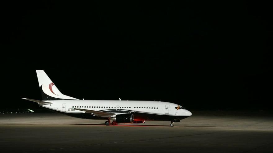El aeropuerto de Ciudad Real recibe un avión nueve años después para estrenar la apertura de su espacio aéreo