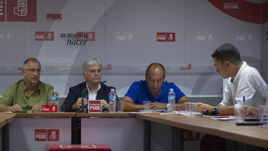 El secretario general del PSOE de Canarias, José Miguel Pérez, informó este martes de que la Comisión Ejecutiva Regional ha reiterado su apoyo al pacto de Gobierno en Canarias.