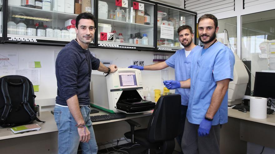 Marcos Martín junto a los investigadores de doctorado del Grupo de Investigación en Rendimiento Humano, Actividad Física y salud de la ULPGC