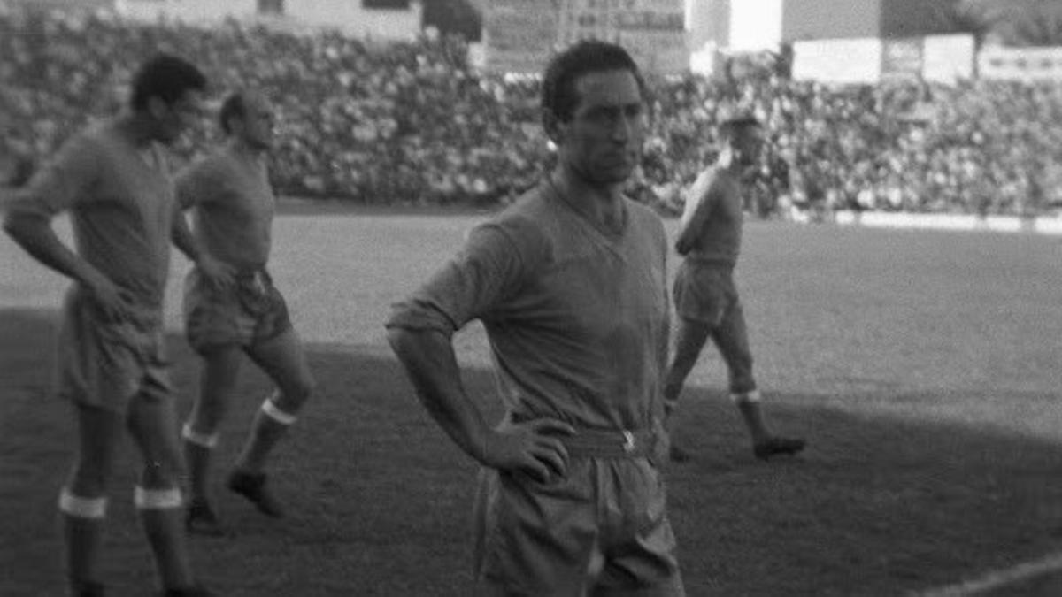 Jugadores del Real Madrid sobre el césped del Helidoro.