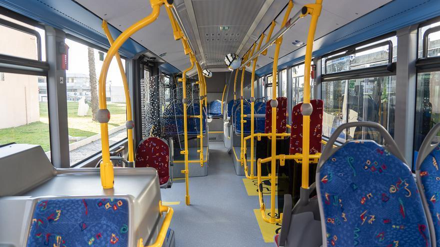 El interior de un autobús urbano de Cartagena