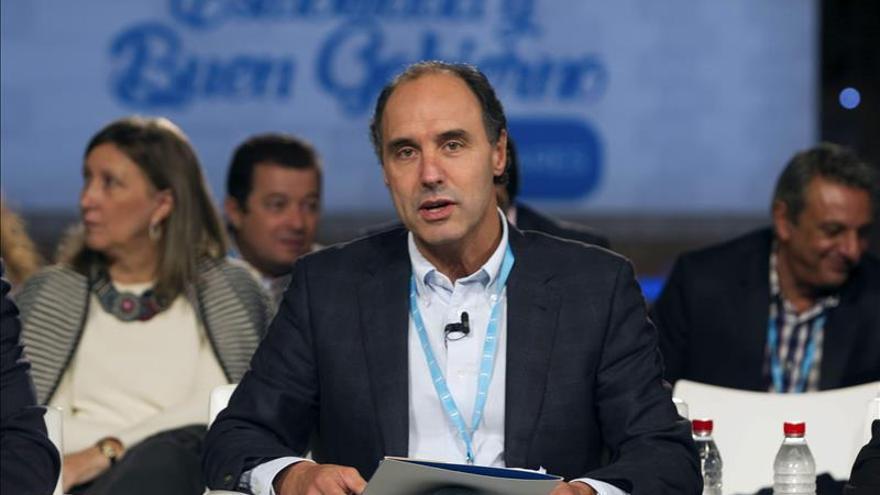 El PSOE pide al presidente cántabro que informe en el Parlamento la estancia en el balneario