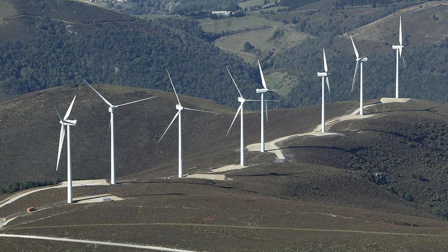 """El Parlamento pide el """"cumplimiento escrupuloso"""" de la ley en el desarrollo eólico"""