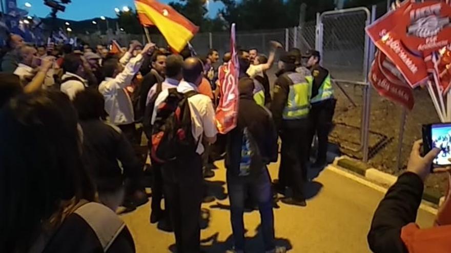 Heridas varias personas, entre ellas policías, en una protesta de funcionarios de prisiones en Morón