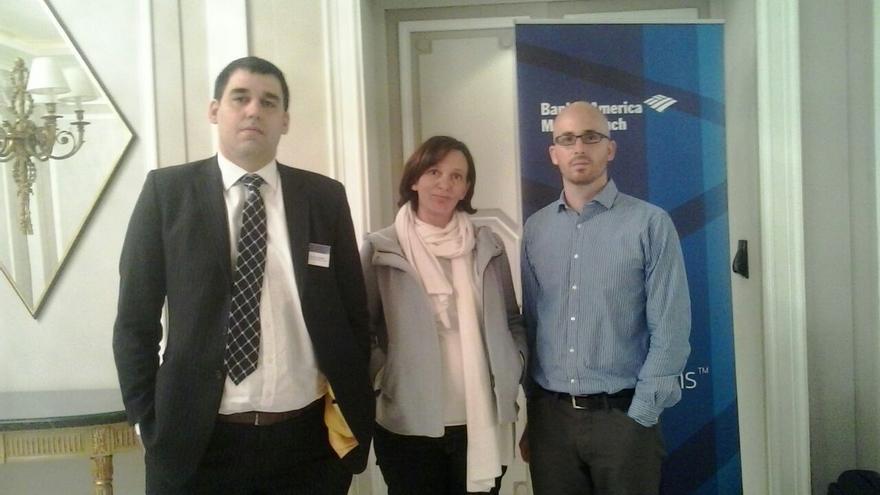 Ruben Segura-Cayuela, economista para Europa de Bank of America Merrill Lynch, Carolina Bescansa y Nacho Álvarez, el pasado martes.