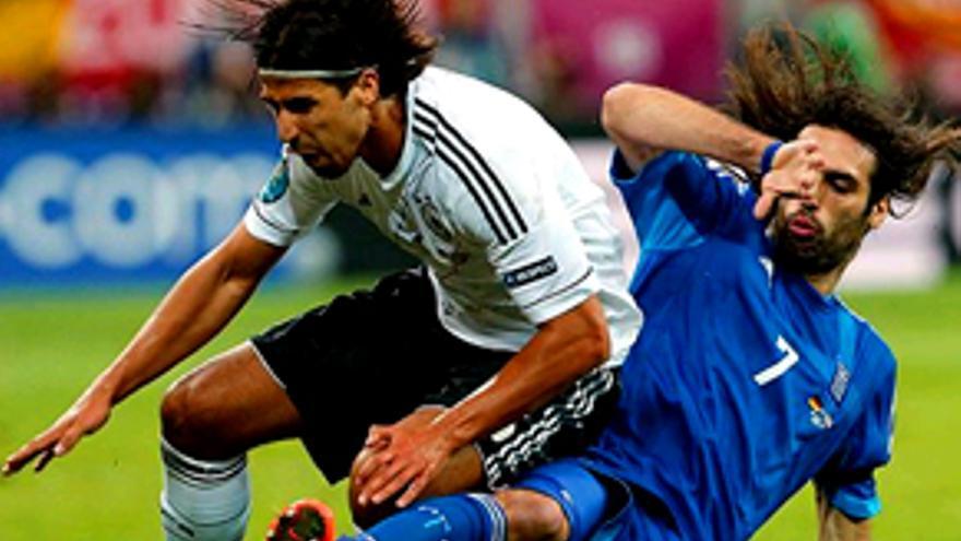 La Eurocopa vuelve a barrer con el Alemania-Grecia en Cuatro (33%) y 'Deluxe' manda luego en Telecinco (14%)