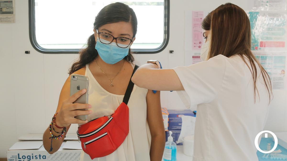 Unidad móvil de vacunación en Las Tendillas