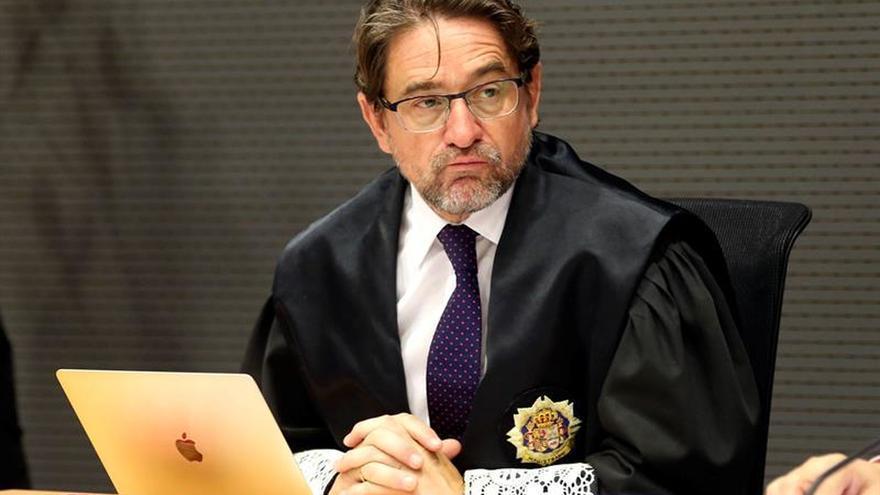 El juez Alba denuncia que en el audio que le acusa han insertado conversaciones