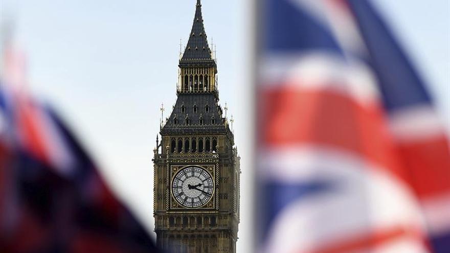 El Gobierno británico analizará los costes y beneficios de los comunitarios en el Reino Unido