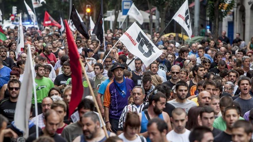 Miles de personas inician en Bilbao una manifestación por el acercamiento de los presos de ETA