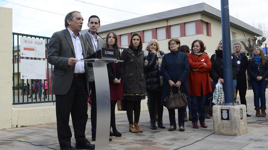 El secretario autonómico de Educación, Miguel Soler, frente al atril, en un acto en Mislata.