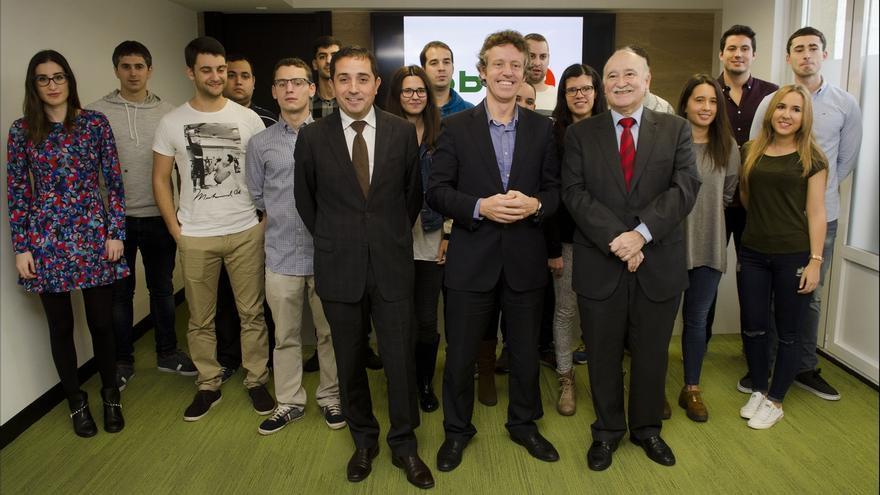 Un grupo de 15 jóvenes economistas menores de 26 años realizan prácticas en empresas con el apoyo de BBK