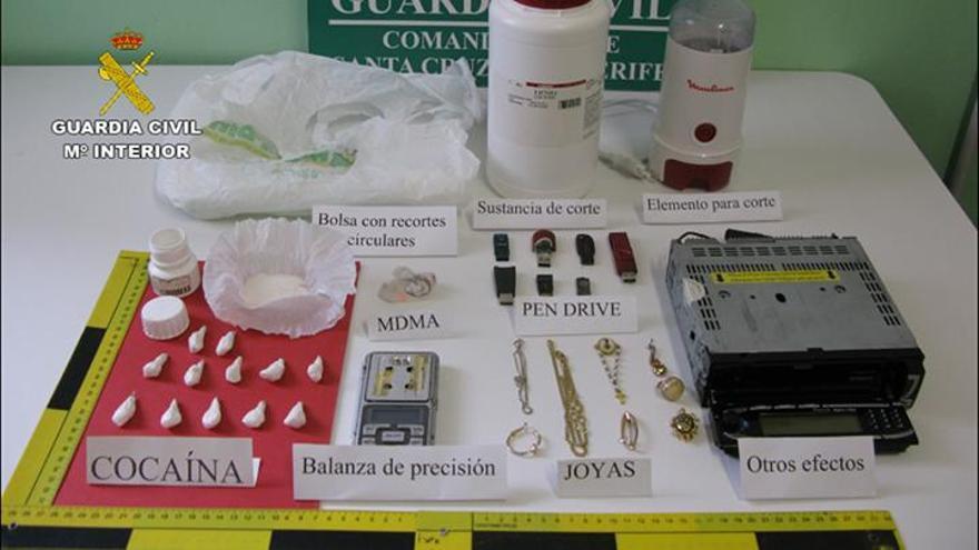 Material intervenido por la Guardia Civil. Foto cedida por la Guardia Civil.