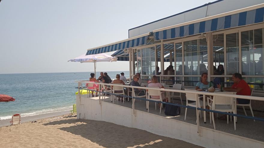 La fidelidad al chiringuito resulta imprescindible en el veraneo de Fuengirola