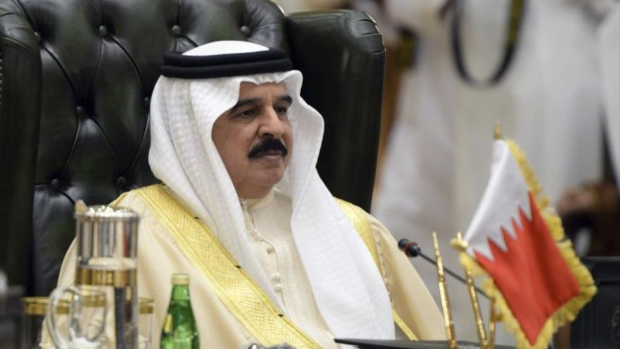 El rey de Baréin restituye la nacionalidad a más de medio millar de personas