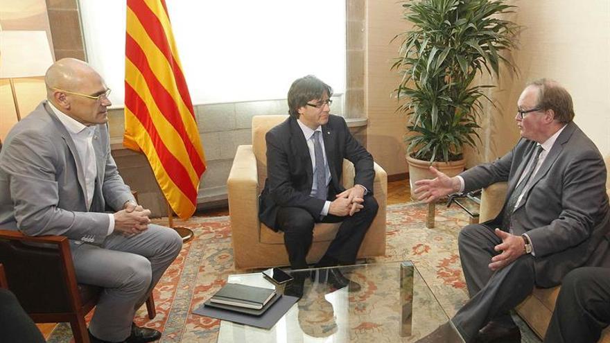 Puigdemont recibe la primera visita del líder europeo de los liberales
