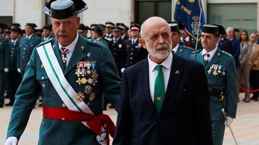 El general Pedro Garrido y el director general de la Guardia Civil, Félix Vicente Azón.