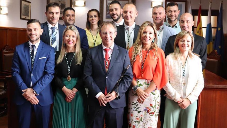 Sergio Rodríguez y su equipo de Gobierno en la toma de posesión.