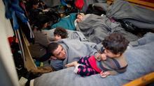Refugiados descansan en el campamento de Idomeni, en la frontera entre Grecia y Macedonia, este marzo de 2016.