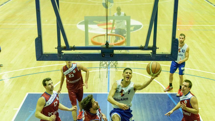 Los jugadores de Santi Lucena visitan Guadalajara para medirse este sábado al Isover Basket Azuqueca.