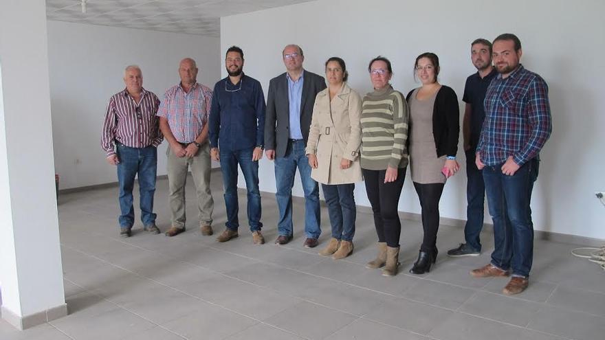 El presidente de Cabildo y el alcalde de Barlovento, acompañados por la consejera insular de Asuntos Sociales y concejales del grupo de Gobierno del Ayuntamiento, ha visitado las obras del Centro de Día.