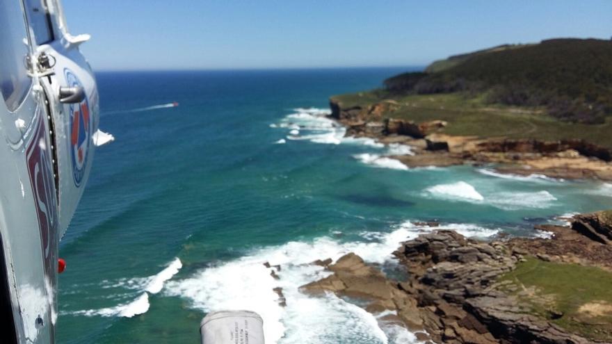 Se busca por tierra, mar y aire a un buceador desaparecido en la playa de Arenilla