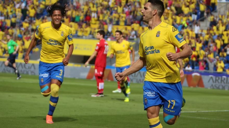 Imagen del encuentro entre la UD Las Palmas y el Sporting de Gijón en el estadio de Gran Canaria. (Alejandro Ramos).